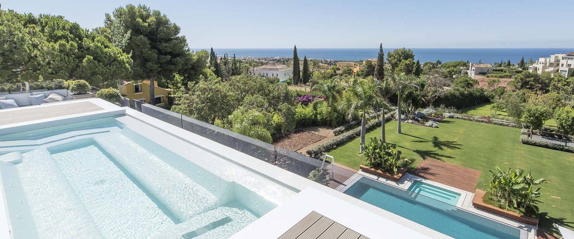 360 degree views from the 11 m custom built roof top jacuzzi and main party jacuzzi area