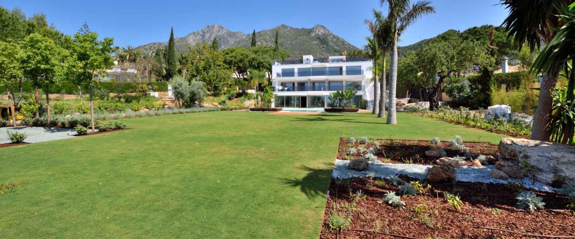 Cascada de Camojan Villa for sale with 5300m2 plot